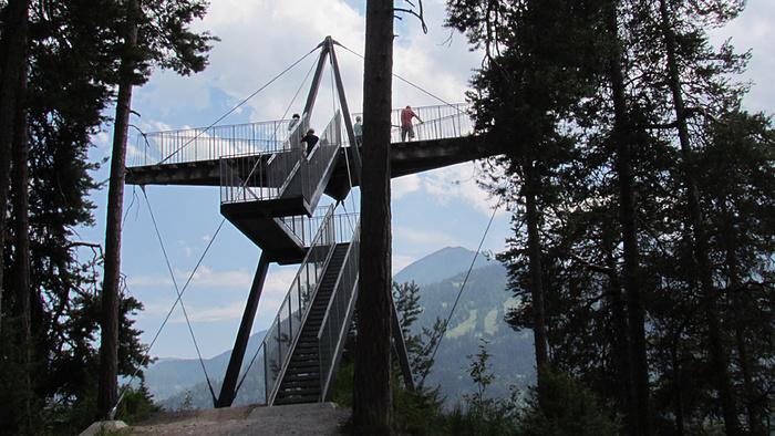Ein Bild, das draußen, Gebäude, Brücke, Ansicht enthält.  Automatisch generierte Beschreibung