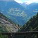 Die Brücke. Links kann man den Aufstiegsweg sehen.