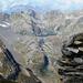 Auf dem Passo del Ghiacciaione - Blick gegen die Campo Tencia Hütte und den darüberliegenden Lago di Morghirolo