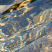 Ein Gemälde aus allen Farben des Regenbogens – Wasser, das künstlerische Element (Foto [U sglider])