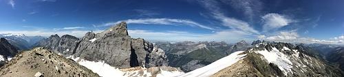 Gipfelpanorama (v.l.n.r.): Wendenstöcke, Gross Titlis, Grassengrat