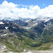 Blick zum Griessee und hinab auf die akustisch wahrnehmbare Alpenstraße