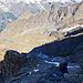 Schon wieder Schatten und Kälte. Die grauen Gipfelplatten sind aber trotzdem noch einmal ein Genuss.