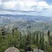 Blick Richtung Estes Park, eine der wenigen größeren Ansiedlungen direkt am Nationalpark, rechts im Vordergrund der Lilly Mountain