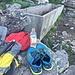 Immer wieder genug Wasser tanken. Auf der ganzen Tour immer wieder Brunnen oder Quellwasser gefunden. Zeit auch die Schuhe zu wechseln.