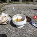 <b>Cambia la parlata, cambia l'ambiente, cambiano le abitudini … anche gastronomiche. <br />I gestori del rifugio del CAS preparano un piatto unico: Suppe mit Wurst. </b>