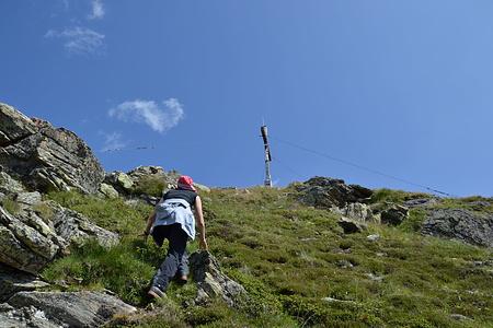 Die letzten Meter geht es einfach bis zum Gipfelkreuz.