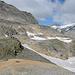Vorerst geht es in der Niederen Scharte (2.696 m) erst einmal bergab in den Talgrund zu dem Gletschersee (2.393 m).