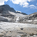 Der obere und unter Teil, waren vor eingen Jahren noch zusammenhängend. Auch führte damals der Tauernhöhenweg über diesen Gletscher. Heute ist das aber wegen völliger Ausaperung und häufigem Steinschlag nicht mehr zu verantworten.