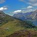 Schon fast oben. Der Blick hinüber auf die Schulter des Piz da La Margna und die Alp Ca d' Starnam, die der Ausgangspunkt für eine Besteigung des Wächters des Engadin ist.