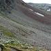 Vor mir ein Wanderer der mir auf dem langen Weg durch das Schuttfeld am Fuss des Berges entgegenkommt.
