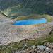 Weiter oben zeigt er sich dann unter einem. Der Lago Vago / Lach Al Vach mit seiner Swimmingpool-Farbe. Ein erstaunliches Naturphänomen.