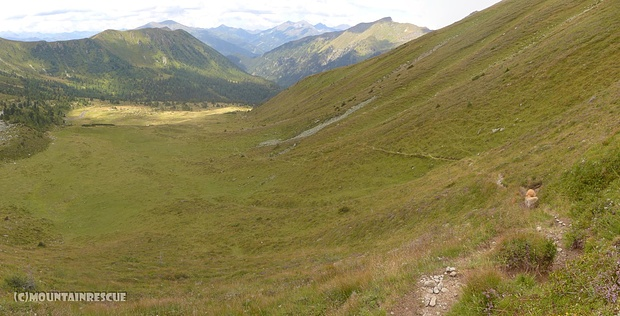 """Abstieg zurück ins Tal und die Kühe """"warten"""" schon auf uns...☺"""