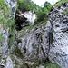 Statt der Leiter nahmen wir die Umgehung links daneben im Fels, welche im Aufstieg auch ohne Kettenbenutzung zu bewältigen ist