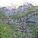 Man glaubt manchmal fast nicht, dass der Weg hier raufführt (links des Wasserfalls;-)