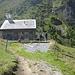 die Alphütte von Sanaspans, wo´s (heute)  auch zu Essen und zu Trinken gibt