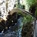 Schöne Steinbrücke über die Areuse bei Saut de Brot