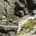 Hängebrücke im Bereich der Wasserfälle