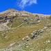 Schon fast unten, Rückblick auf die Abstiegsroute. Vom  Gipfelchen links bin ich gekommen.