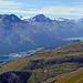 Unten das hässliche St. Moritz-Bad. Oben schöne Berge, rechts der Silvaplanersee.