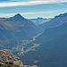 Der Blick hinauf ins Tal der Ova da Bernina. Pontresina, und die Strasse zum Berninapass. Herzig unauffällig der Piz Campasc, mit dem ich den Anfang dieser Bergwochen gemacht habe.