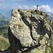 Zugabe: Gipfelaufbau Ruchaelplistock. Eine steile Platte muss ausgesetzt mittels Kette erklettert werden (s. Zoom).