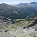 Kurzer knackiger Abstieg zur Alpe Sesvenna, dann das Tal entlang und die Tour ist geschafft. Hier im Blick mit dem ersten Punkt von gestern, dem Mot da l'Hom