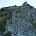 Gipfelhang zum Gyrshubel: der Fels löst sich bereits beim tastenden Hinsehen...