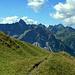 Ein traumhaftes Panorama hat man beim Gang hinüber zur Üntschenspitze.