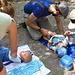 Wickelpause für alle auf der Verzasca-Insel, anschliessend wird gebuddelt, gevespert und im Piée ein Eis gegessen