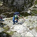 Gut griffiger und strukturierter Fels erleichtert nebst der Kette den Aufstieg