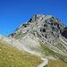 Am Weg hinüber zum Mohnensattel mit Blick zur schuttigen Aufstiegsflanke.