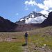 Eintritt ins Hochgebirge auf einer Höhe von 4000 m.ü.M. - links unser Tagesziel, alles überragt vom Frontier Peak