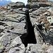 Nell'altopiano tra la Bassa di Söu e Le Pipe ci si imbatte spesso in rocce molto fessurate, con cavità profonde diversi metri. Sembrano dei crepacci nella roccia. Il pericolo potrebbe presentarsi in primavera, quando i ponti di neve nascondono tali fessure.