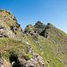 Der Gipfel rückt in die Nähe. Der Aufschwung im Foto direkt links vom Gipfel wird rechtsseitig umgangen. Derjenige im Vordergrund wird ebenfalls nicht vollständig überschritten.