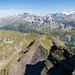 Das nächste Zwischenziel vor Augen: Die Bergstation des Skilifts beim Balmeregghorn ist knapp zu erkennen.