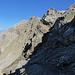 Die ersten paar steilen Meter sind neu angelegt und führen rasch hinein in die schattige und schotterige Nordflanke oberhalb der Oberzalimhütte.
