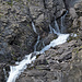 Am meisten Wasser schäumt im Juni ais den Felsen