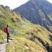 Una senda nei pressi della Bassa del Lago Scuro. L'ideale per contemplare il panorama.