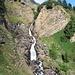 Scendendo al Lago Ritom per prendere il sentiero sulla sponda meridionale si ha la visione delle belle cascate formate dalla Murinascia Grande.
