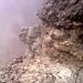 Auf Grund der Nässe leicht rutschig aber immer noch gut machbar. Für geübte Berggeher ist meiner Meinung nach kein Klettersteigset vonnöten
