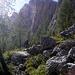 Weglein zwischen den Bergsturztrümmern am Fuß des Brunecker Turms