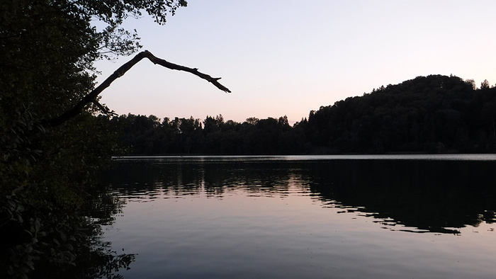 Ein Bild, das Wasser, draußen, See, Boot enthält.  Automatisch generierte Beschreibung