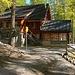Cluozzahütte im Nationalpark stehend