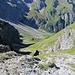 Bis zur Töbele Alp und darüber hinaus geht es recht steil bergab, was im Winter von Skifahrern genutzt wird....