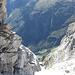 Bereits auf dem Gipfelgrat; tief, tief unten Bodenberg im Erstfeldertal