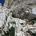 ... si alternano tratti di arrampicata a tratti di sfasciumi (più o meno stabili): casco d'obbligo!!!