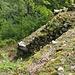 Reste der Umfassungsmauer mit zum Teil mächtigen Steinquadern