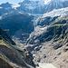 Ischmeer, Gletschersee des Unteren Grindelwaldgletschers und ganz im Vordergrund die bröckelnde Moräne. Den Morönenrutschen fiel die alte Stieregghütte zum Opfer, und der Weg zur Schreckhornhütte musste mehrmals verlegt werden.