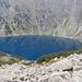 Was für eine Farbe. Der See muss auf der linken Seite fast umrundet werden.